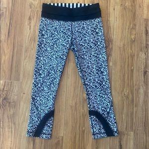 Lululemon size 4 black white cropped leggings